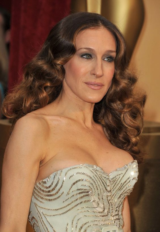 Sarah Jessica Parker Hairstyles to Get the Idea of How to Style Stylish Long Hair Yourself b345d558baff657d61c7068e2efbfd51