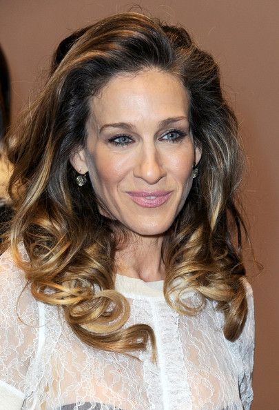 Sarah Jessica Parker Hairstyles to Get the Idea of How to Style Stylish Long Hair Yourself b481dccb40548a4994384e4b382378c4