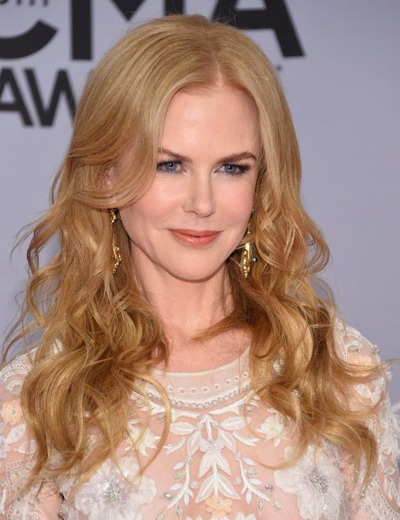 Nicole Kidman Hairstyles to Pretty Up Yourself and Look Your Best Through the Days b678c8c89460470dfe618c3f59b8a447