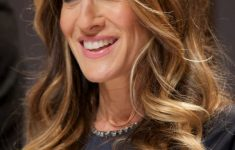 Sarah Jessica Parker Hairstyles to Get the Idea of How to Style Stylish Long Hair Yourself