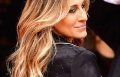 Sarah Jessica Parker Hairstyles to Get the Idea of How to Style Stylish Long Hair Yourself c9b809633a9d95722476e9ad245d62ff-235x150