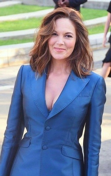Diane Lane Hairstyles to Get You As Stylish and Fashionable As Her Even in Your 50s fe50c269a6ad5d5ed7c922f23e9b698c