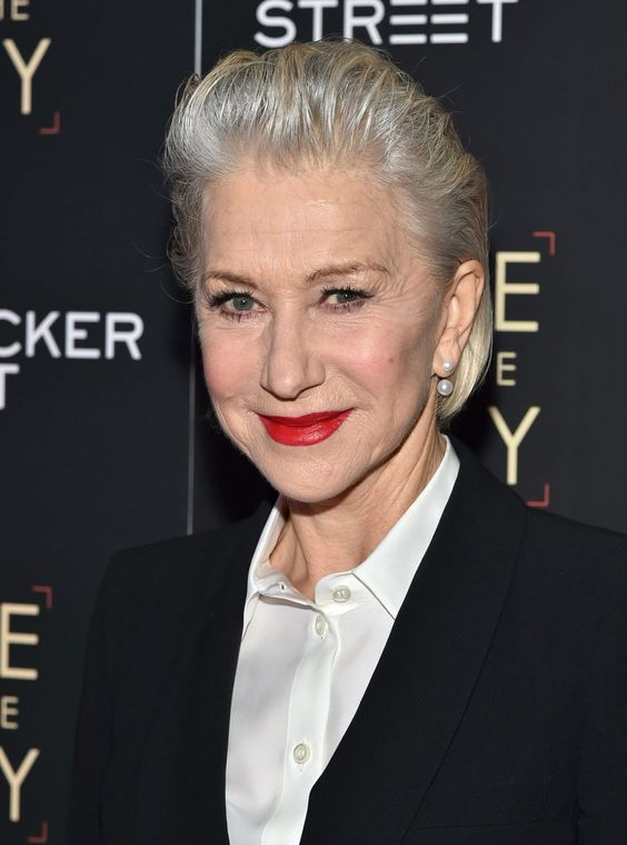 Helen Mirren Hairstyles to Show Your Beauty More Even When You Already Hit 70