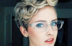 Curly Pixie Cut for Pleasant Way of Cutting Your Hair Short and Still Make It Look Stylish