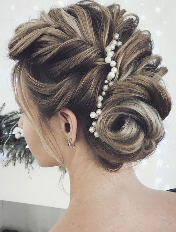 Updo Hairstyles for Weddings to Emphasize the Beauty and Elegance of the Bride 849c8e3b5810a030d7b8c23ab3e3b93b