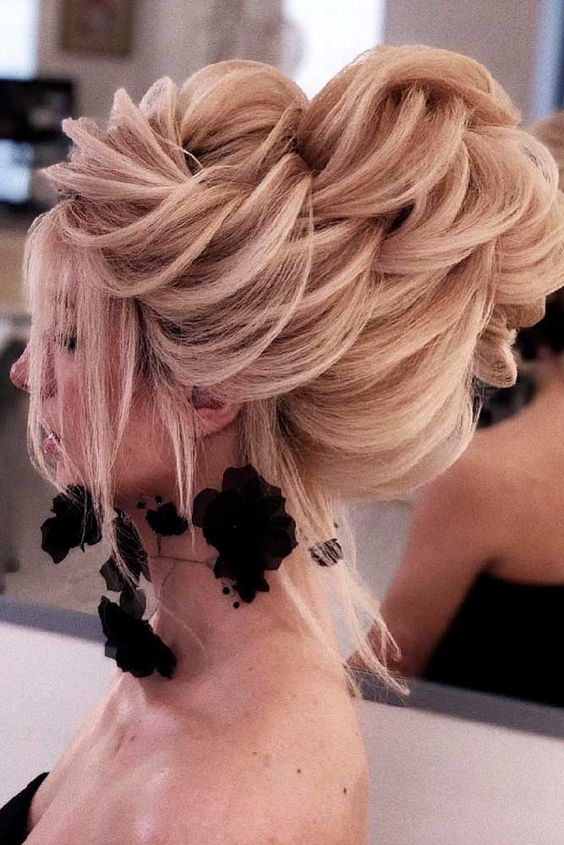 Updo Hairstyles for Weddings to Emphasize the Beauty and Elegance of the Bride e3df4b8d1080c0fb73723a1dcc41dd80