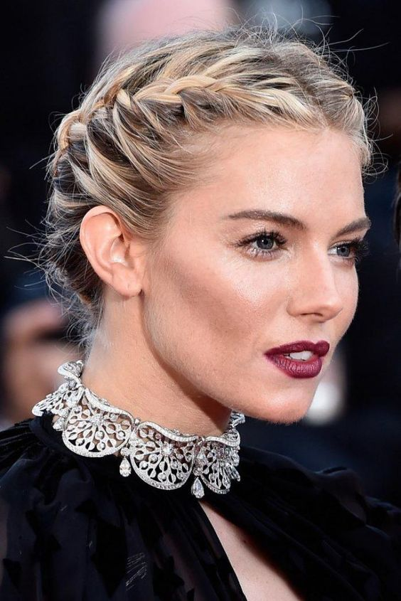 Top 2019 Short Prom Hairstyles That You Should Check 6874412b629979f2d5ba139c73be41aa