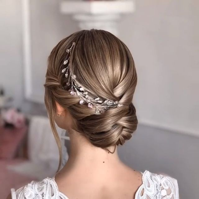 5 Top Wedding Hairstyles for Short Hair that Looks Perfect for Everyone c171ef0e7a5c08be3599ca5f07d6a408