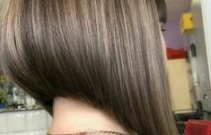 6 Trendy Medium Length Hairstyles to Enhance Your Look 310e8a7aeaae9dde4f273b4dadb6ff11-235x150