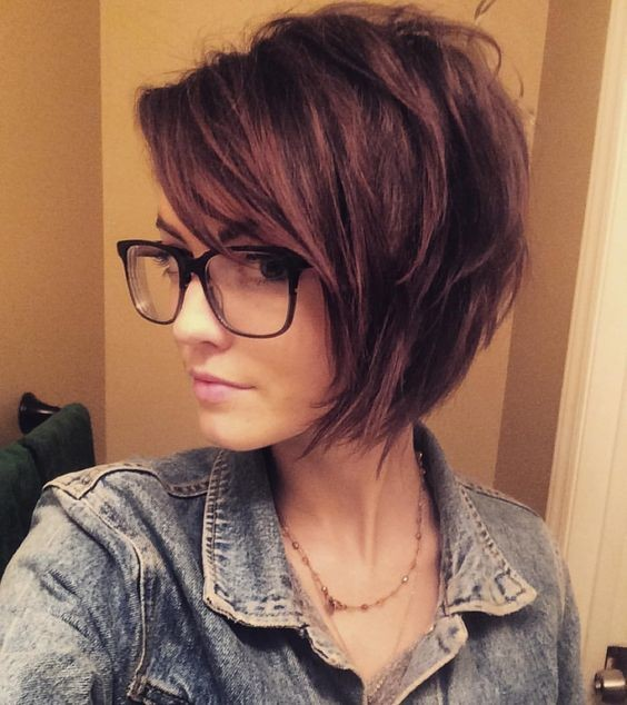 6 Different Hairstyles for Women with Glasses that Looks Perfect 47d28bb549b5427b38814b376dad7ae1