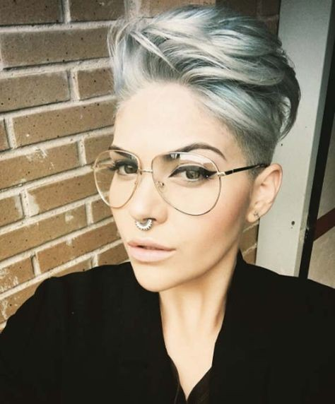 6 Different Hairstyles for Women with Glasses that Looks Perfect a0f8d72b2a12b3844425bd5b0166f230