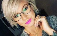 6 Different Hairstyles for Women with Glasses that Looks Perfect e72d95a3f4e6b7077e07fa073f97c555-235x150