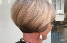 8 Stunning Women's Hairstyles for Gray Hair to Look Younger