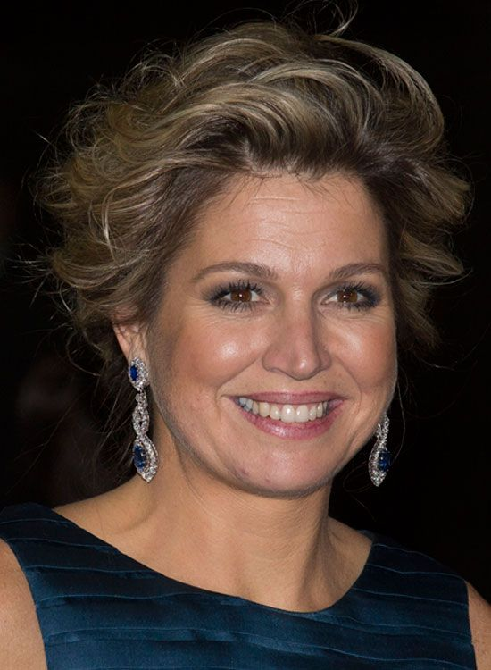 short wavy hairstyles for women over 60 1