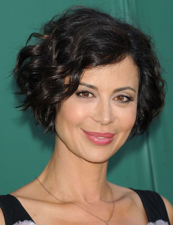 Timeless Short Layered Haircuts that Gorgeous for Older Ladies in 2020 Asymmetric-layered-wavy-haircut-2