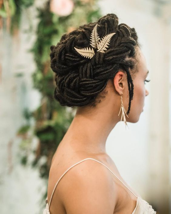 40 Different Types of Wedding Hairstyles that Look Gorgeous Wedding-hairstyles-with-dreadlocks