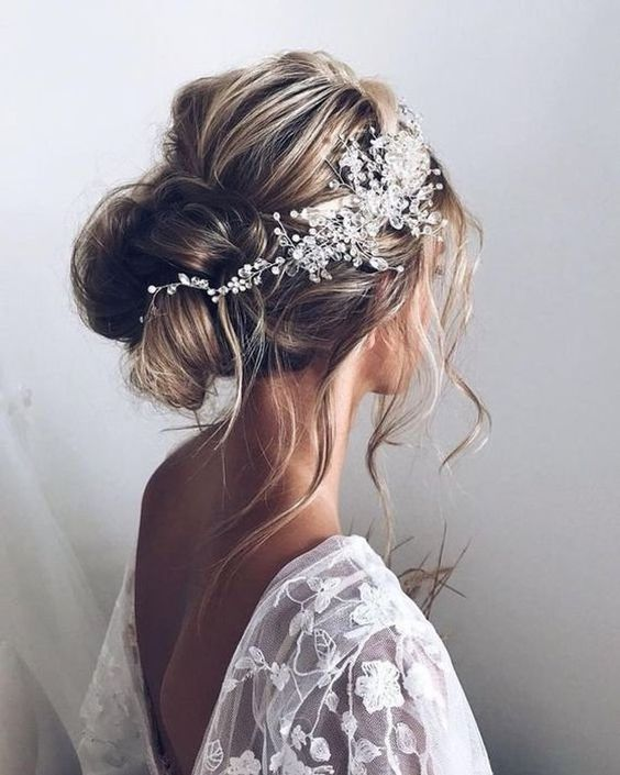 40 Different Types of Wedding Hairstyles that Look Gorgeous Wedding-hairstyles-with-hairpiece