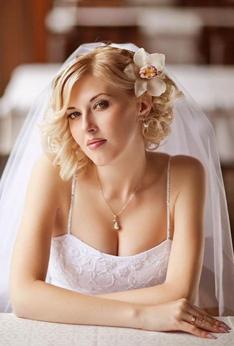 Wedding hairstyles with orchids