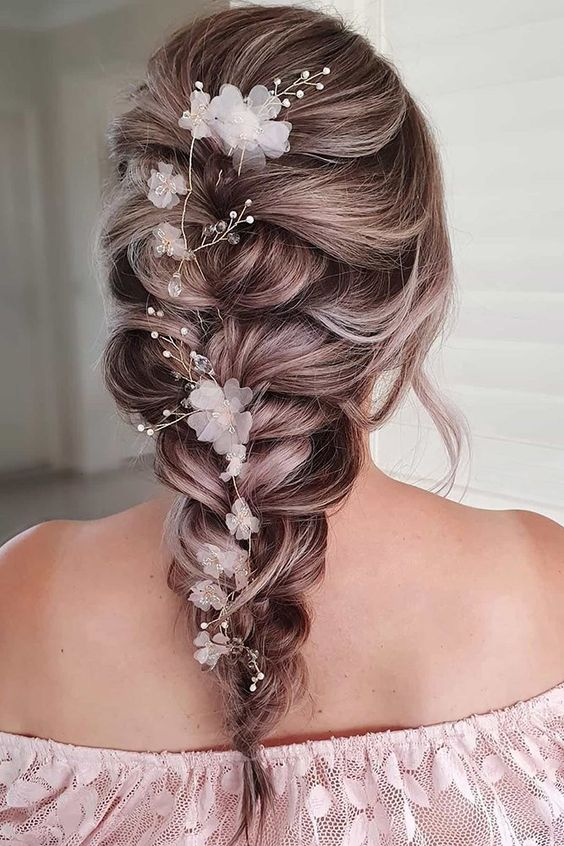 40 Different Types of Wedding Hairstyles that Look Gorgeous Wedding-hairstyles-with-plaits