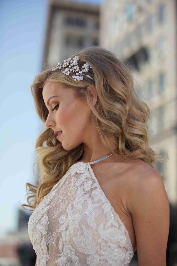 40 Different Types of Wedding Hairstyles that Look Gorgeous Wedding-hairstyles-with-tiara-half-up