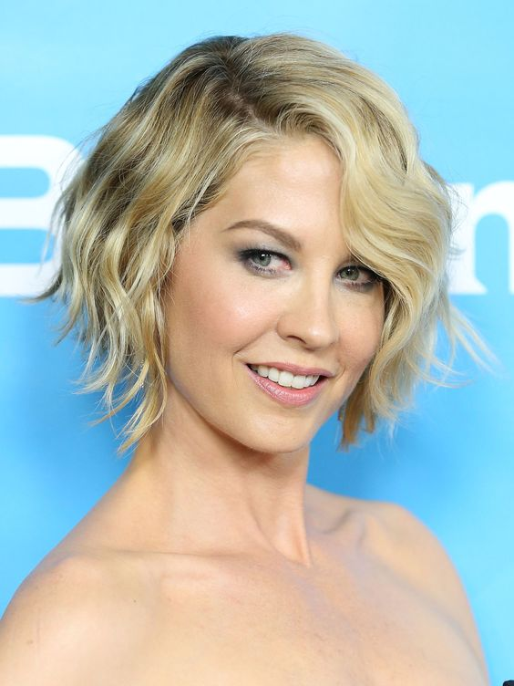 The Best Hairstyles for Women with Short Wavy Hair in 2020 classic-short-wavy-bob-1