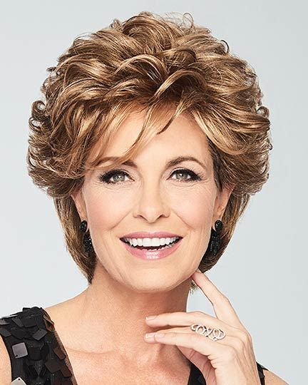 Timeless Short Layered Haircuts that Gorgeous for Older Ladies in 2020 layered-short-curly-hairstyles-2