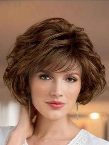 Timeless Short Layered Haircuts that Gorgeous for Older Ladies in 2020 short-layered-wavy-bob-3