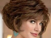 Timeless Short Layered Haircuts that Gorgeous for Older Ladies in 2020 short-layered-wavy-bob-4-200x150