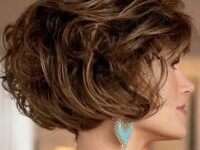 Timeless Short Layered Haircuts that Gorgeous for Older Ladies in 2020 short-layered-wavy-bob-5-200x150