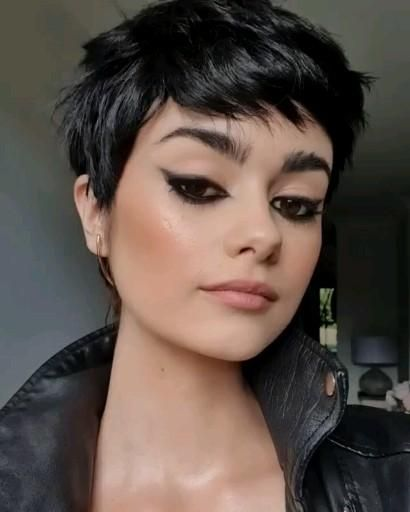 30 Types of Pixie Haircuts for Round Face 9c5e7cf30265af01cfb109387c9e2272-1