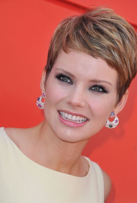 30 Types of Pixie Haircuts for Round Face d87669a252b322efb1282258e3546660