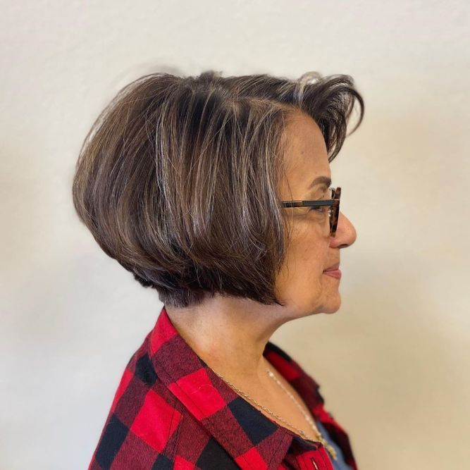 81 Beautiful Short Hairstyles for Women Over 60 (Updated 2021) 6d147f02b7919c13d4e1bf6a50a119f5