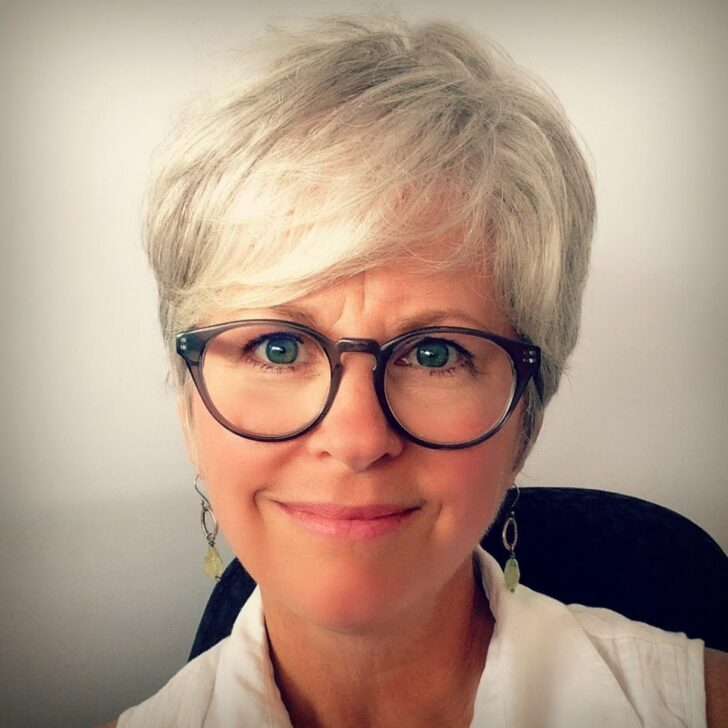 56 Short Hairstyles for Women Over 60 with Glasses (Updated 2021)
