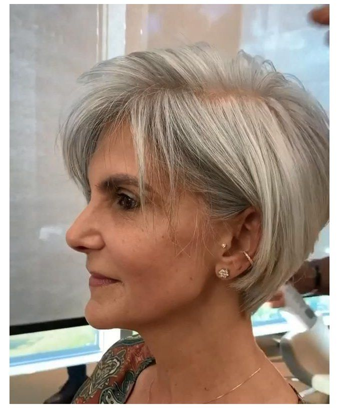12 Best Wedge Haircuts for Women over 60 (Updated 2021) 7f3886ba347e08ba59ee4e0f0f3cf438