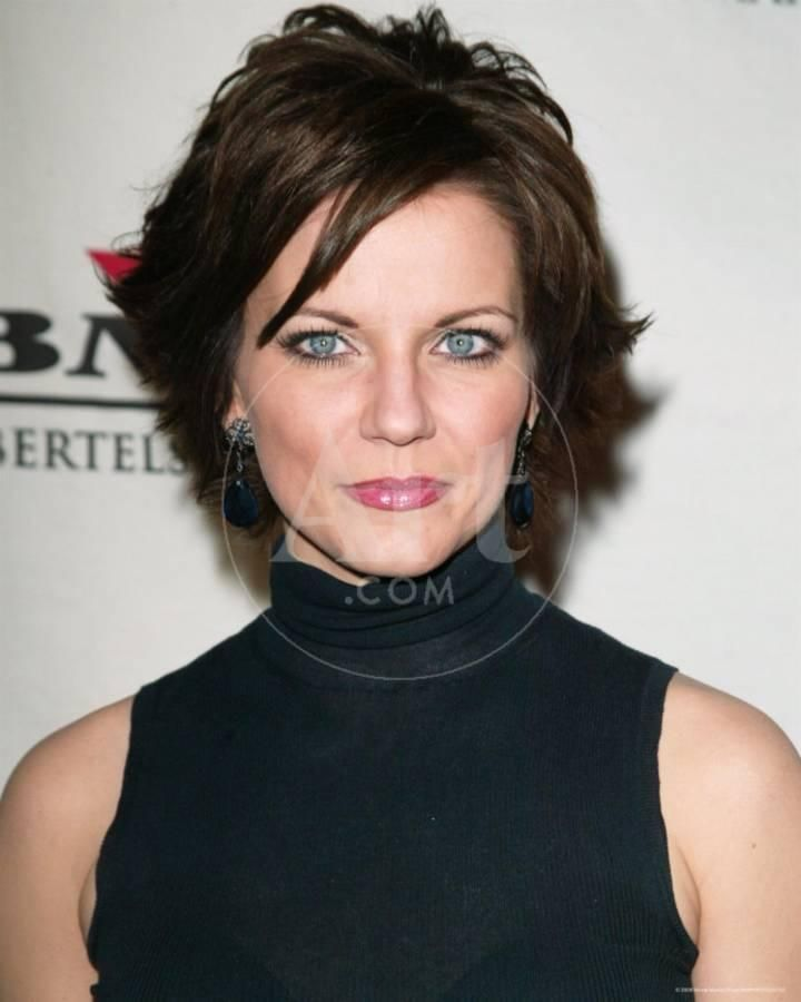 Short hairstyles for over 50 womenwith double chin