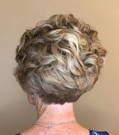 100 Short Haircut Styles for Over 60 Women in 2021 200cc1f4fc8f8a6361cb5487cfb4f591