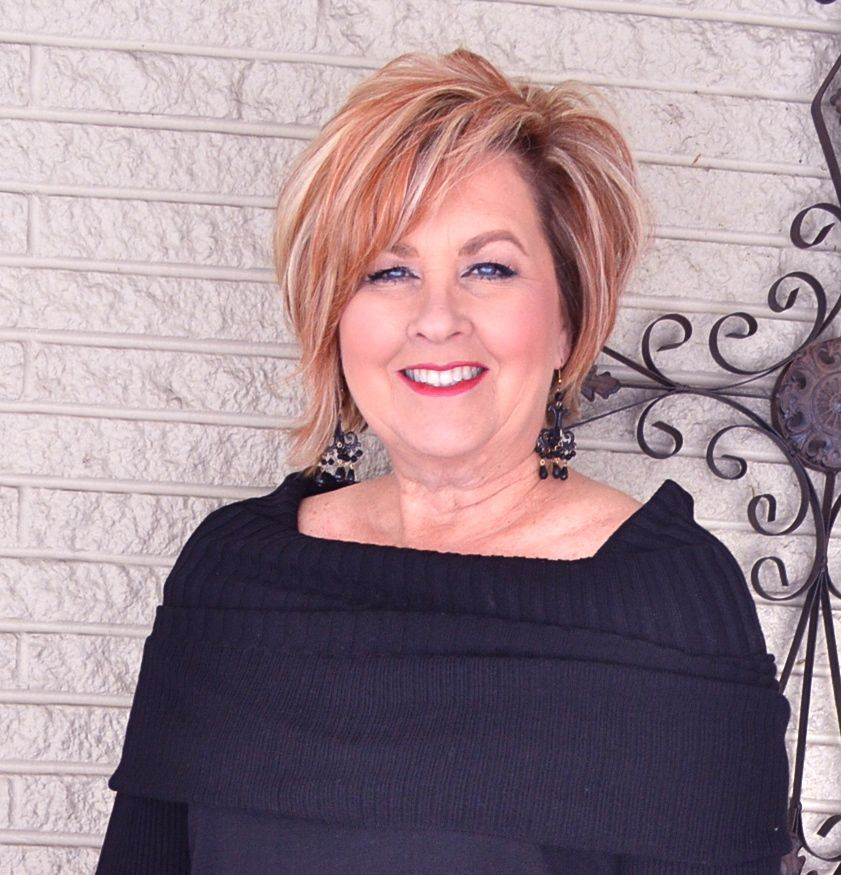 50+ Attractive Short Hairstyles for Women Over 60 (Updated 2021) 5691291add98e0e5fecdacfb85321981