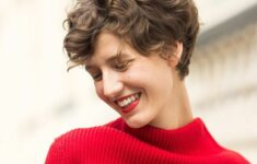 11 Types of Short Wavy Hairstyles for Women Over 50 (Updated 2021) 66c326f2b238fb4b00cb0bc58c72e26a-235x150