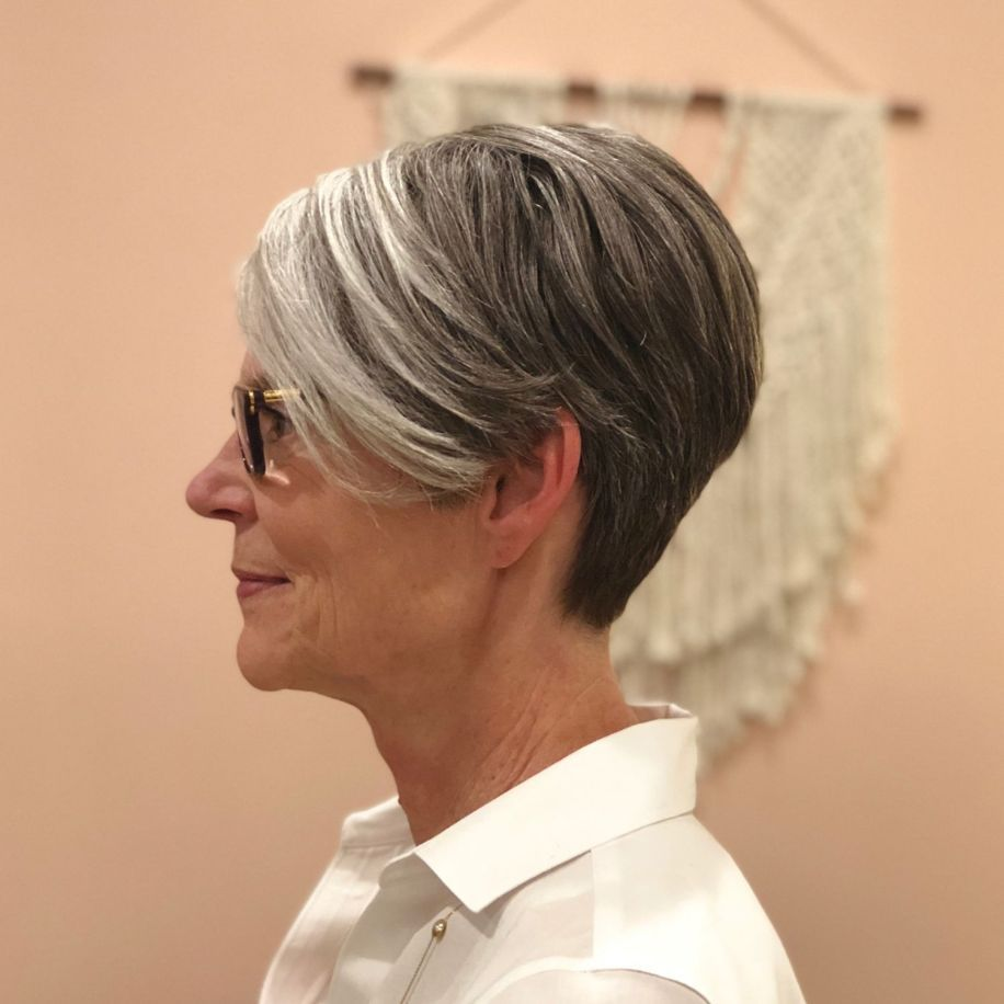 100 Short Haircut Styles for Over 60 Women in 2021 995b5b19b1718df9a5d7cca6bd3ea377