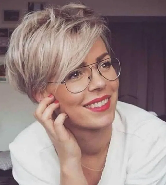 50 Cute Short Hairstyles for Women Over 60 (Updated 2021) 9c5baeec9942a4514d684fa00fab91fc
