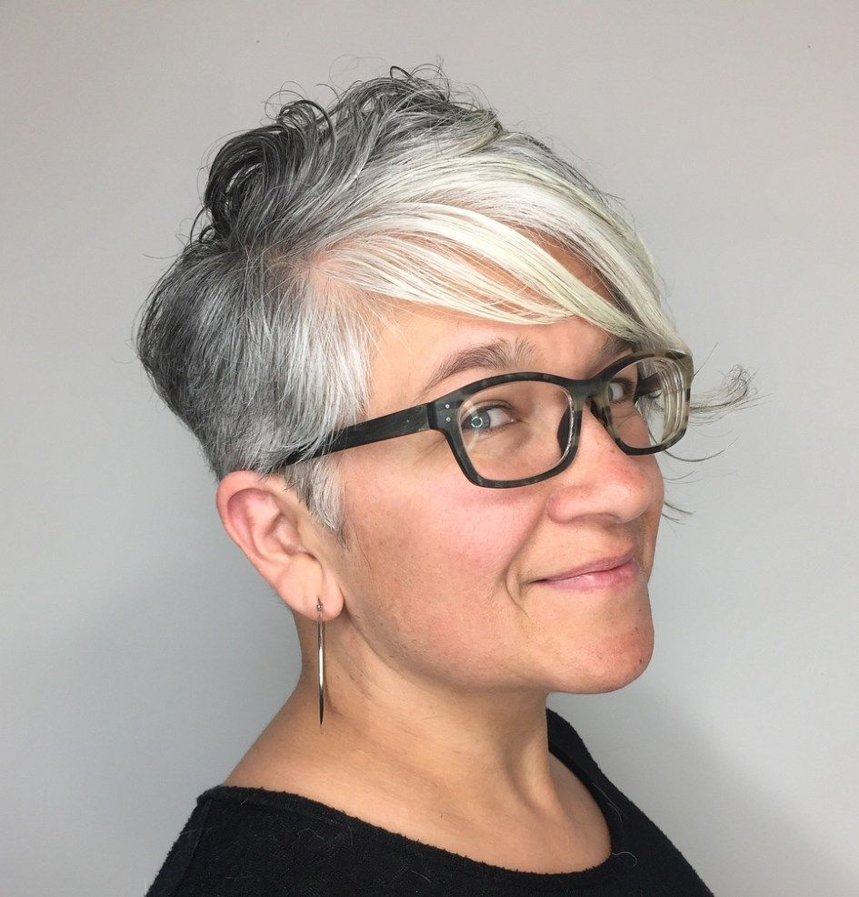 10 Short Hairstyles for Women Over 60 to Look Younger in 2021 205446477cb8debdc58a463275be614d-1