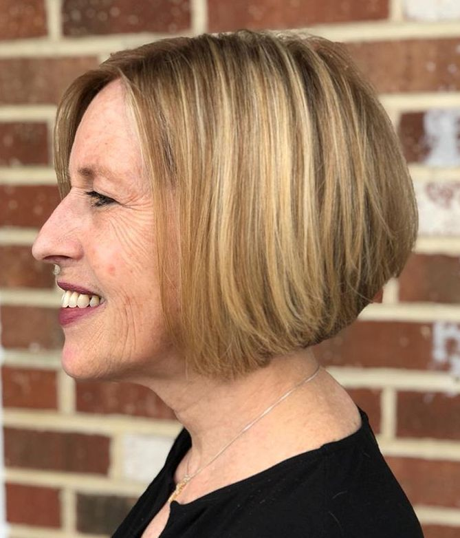 Looks Great in 60s with Cute Short Layered Haircuts (Updated 2021) 743709c659be0c42f4f4b6bee049f648