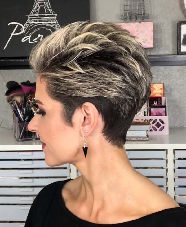 10 Short Hairstyles for Women Over 60 to Look Younger in 2021 746dc03e1302a521d7240da5d08ce60e