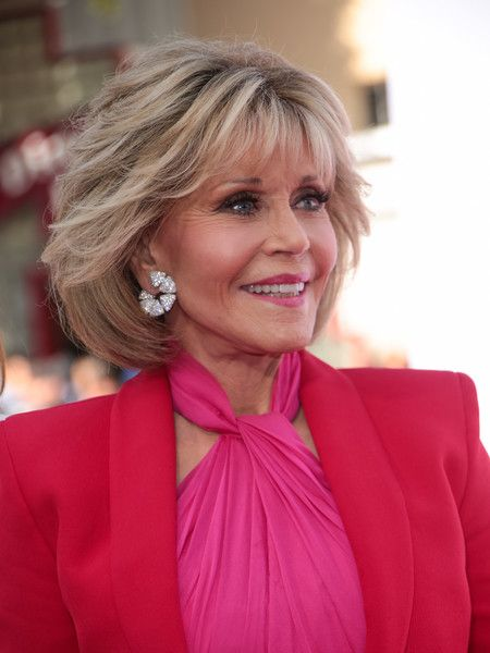 Timeless Short Layered Haircuts that Gorgeous for Older Ladies(Update 2021) 88f5929727b09d0dc286715a0f04f201