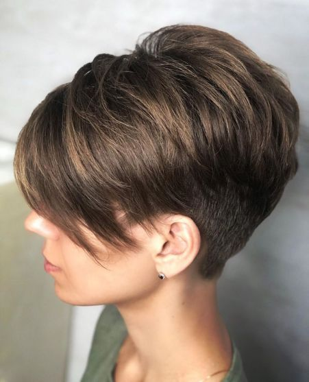 Looks Great in 60s with Cute Short Layered Haircuts (Updated 2021) 8a4d5b3fd63ee5902bb05944345fb8e1