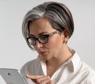 10 Short Hairstyles for Women Over 60 to Look Younger in 2021 954975b73a0dc0a591963aa07ad32e9a