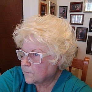 21 Short Hairstyles for Women with Grey Hair and Glasses (Updated 2021) b008f162a83830488338bc35981ae348