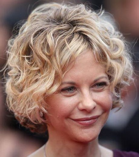 Look Fresh with Short Layered Haircuts for Older Women (Updated 2021) d3986b8513db296aff1f16c0e328a313
