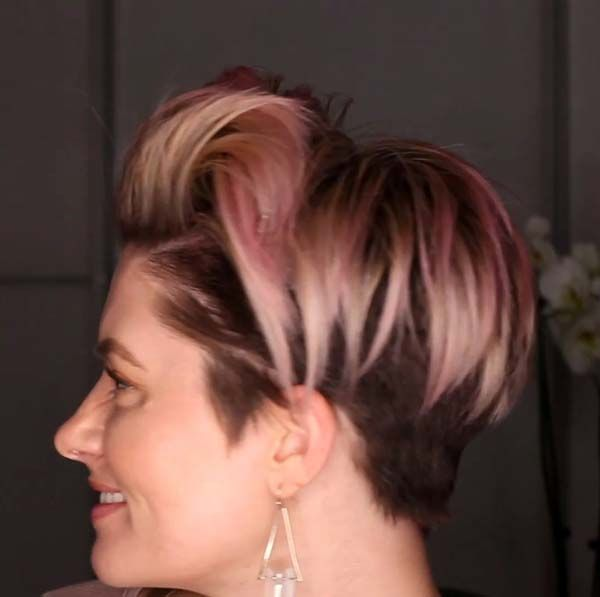 10 Short Hairstyles for Women Over 60 to Look Younger in 2021 d4c0c9133bd23b73ec86b09b27526c33